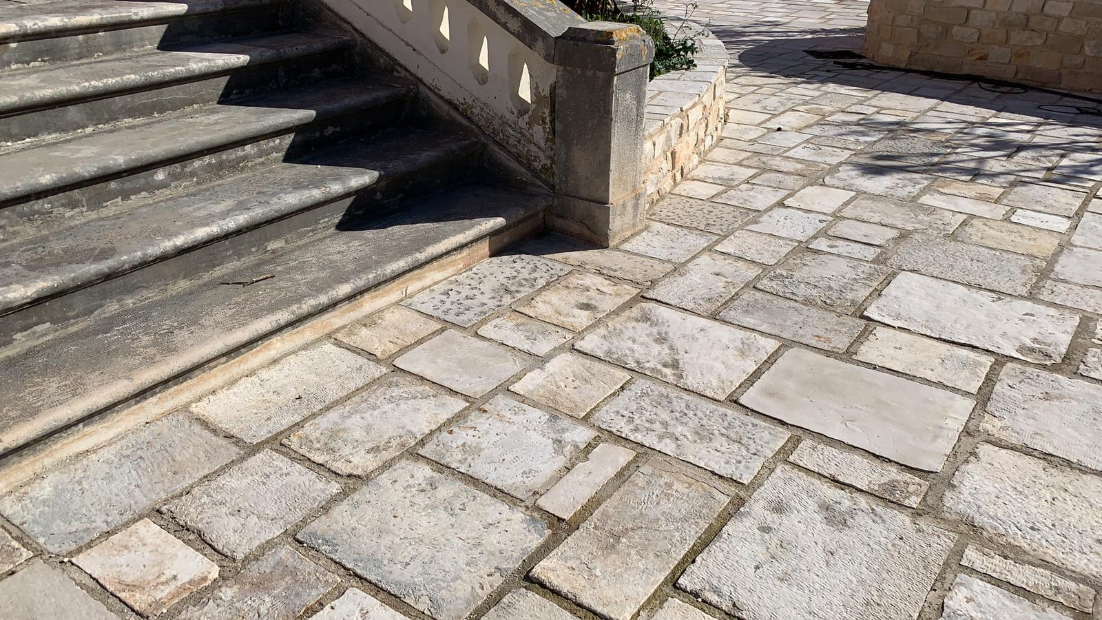 ANTIQUE PAVING-COBBLES-STEPS-KERBS