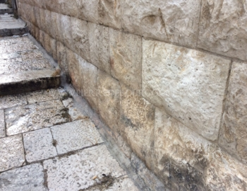 Antique limestone facing stone