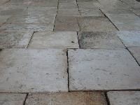 THIS IS THE STONE OF RECOVERY,LIMESTONE OF BOURGOGNE,FIRST PRESTIGIOUS QUALITY,<br> CUT TO 3 CM.FOR INNER MUCH,<br> IN WAREHOUSE READY 1000 M2 IN CASES FOR CONSISTENT EXPORT (USA).<br> MATERIAUX ANCIENS IN STONE OF BOURGOGNE.<br>