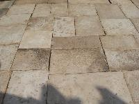 ANCIENT FLOORING OF RECOVERY STONE OF BOURGOGNE CUT TO 3 CM. FOR INTERIR(DIMENSIONS OPUS ROMAN)AGE 1700 ORIGINALS OF RECUPERATIN.<br> IN WAREHOUSE STOCK OF 1000 M2 AVAILABLE.<br> MATERIAUX ANCIENS,RECLAIMED ANTIQUE LIMESTONE.